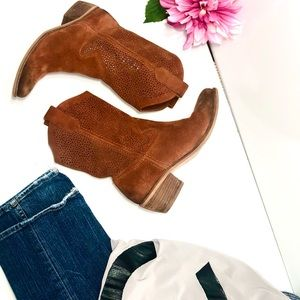 BCBG Suede Boot Rust color size 7.5 B